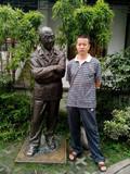 与雕塑大师王充仁合影