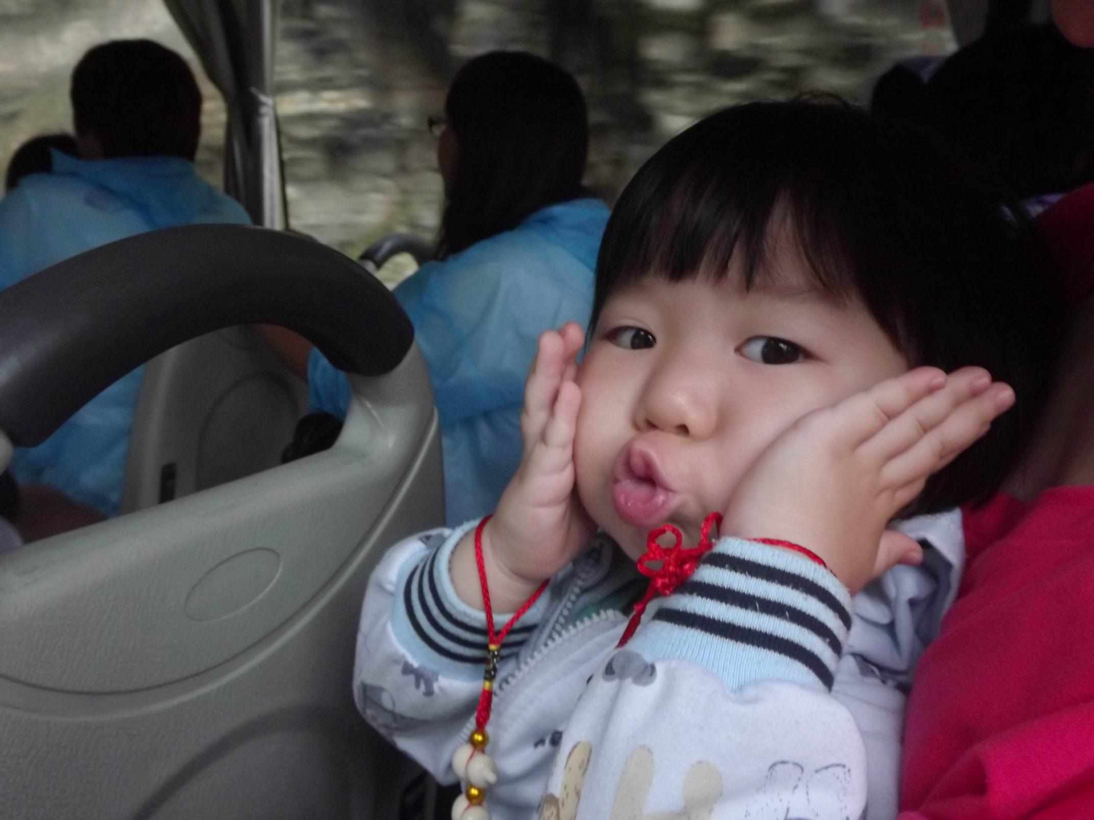 车上遇到了超可爱的小姑娘