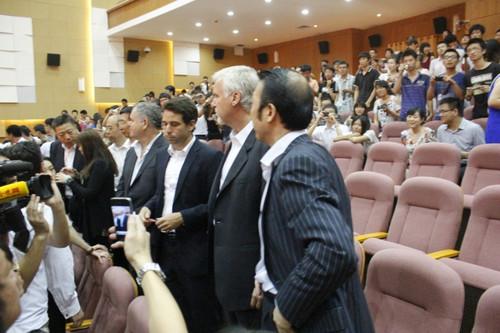 隆,佩斯一行来天津工业大学宣传新的CPG电影公司图片